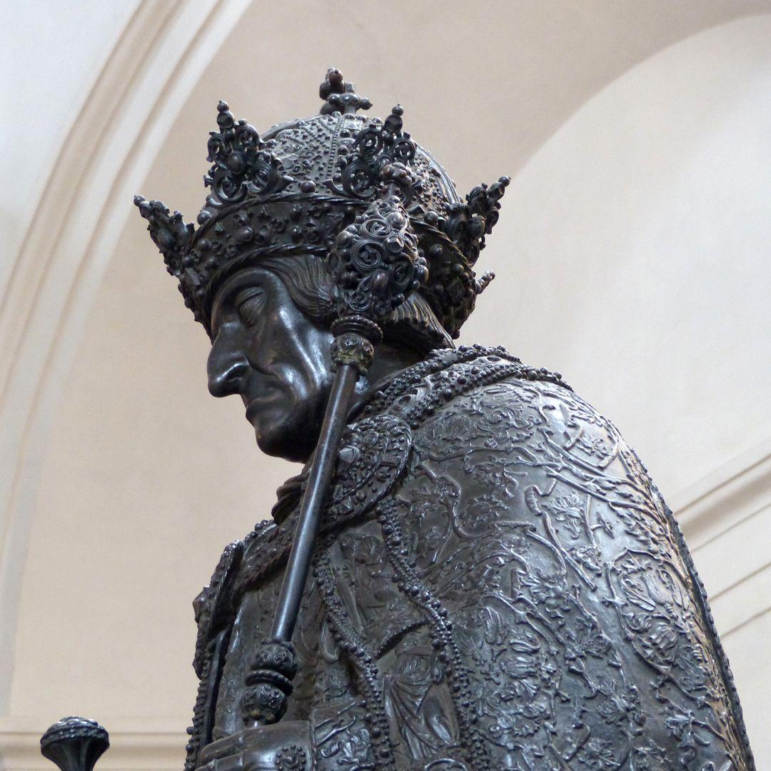 Friedrich III. (Innsbruck) Untersicht der Büste