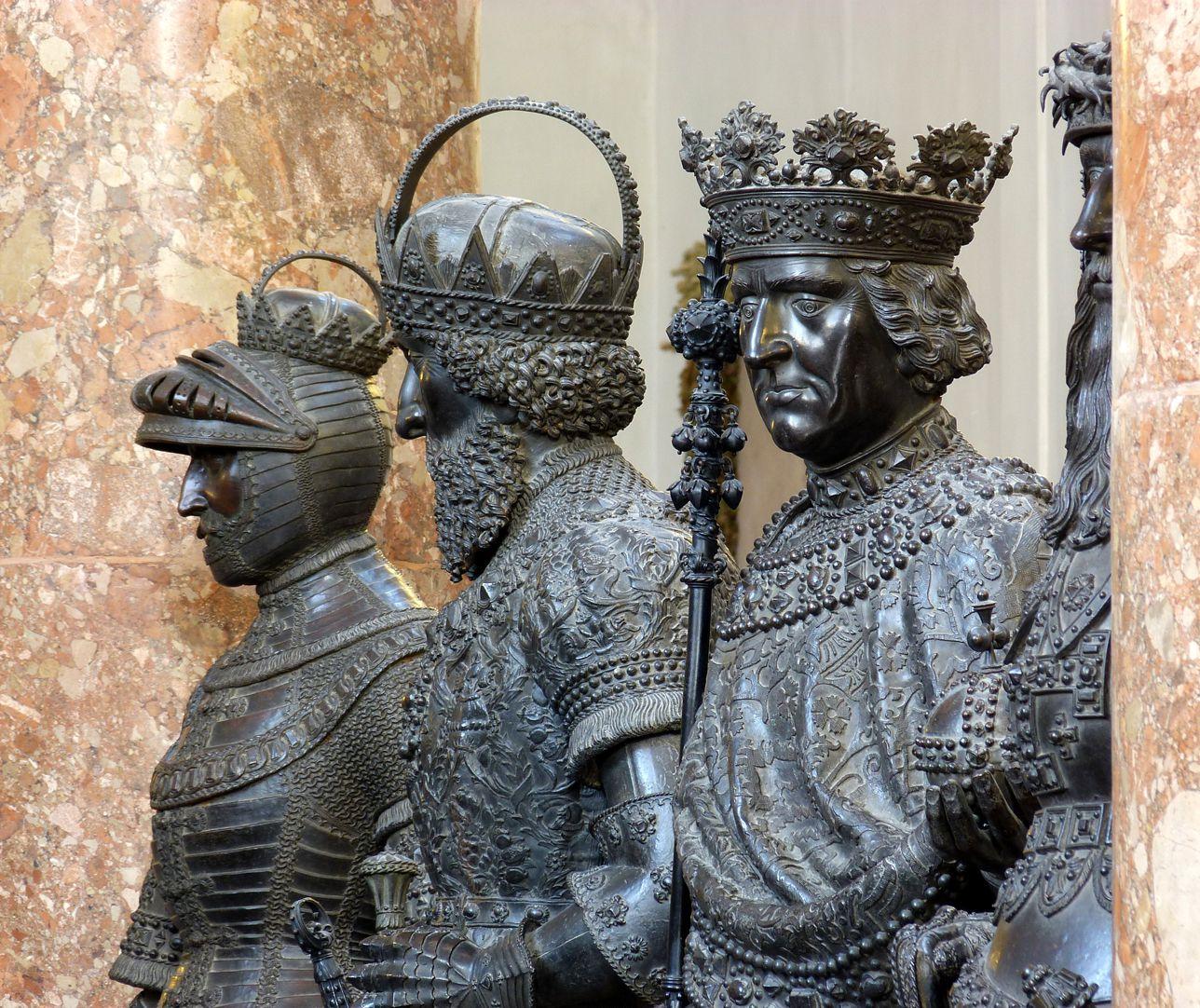 Friedrich IV. mit der leeren Tasche (Innsbruck) Zweiter von links, Friedrich mit der leeren Tasche (Herzog von Österreich, der Steiermark, von Kärnten, Graf zu Tirol)