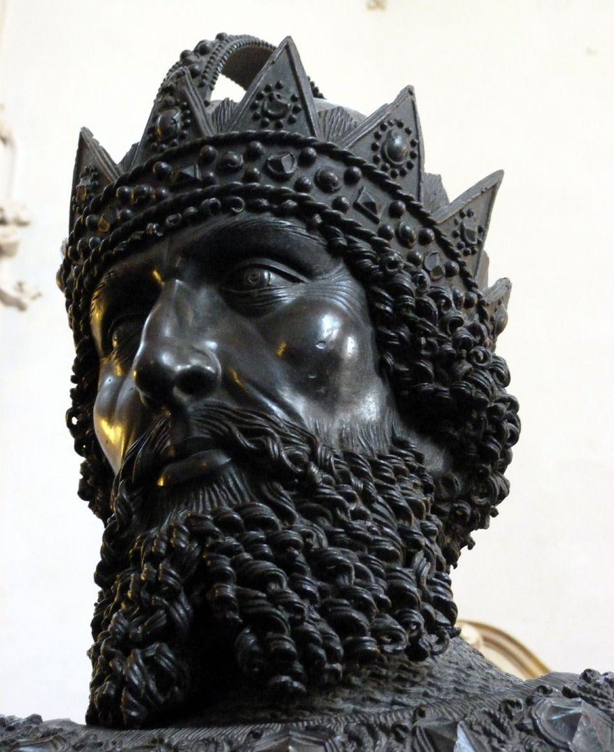 Friedrich IV. mit der leeren Tasche (Innsbruck) Untersicht vom Kopf
