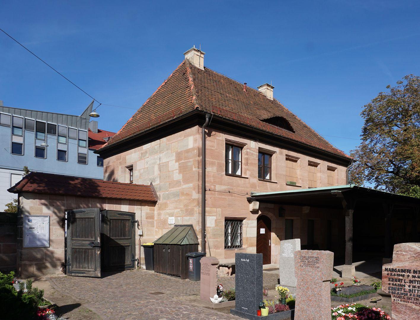 Pförtnerhaus des Friedhofs St. Jobst Ansicht von Südwest mit Friedhofseingang