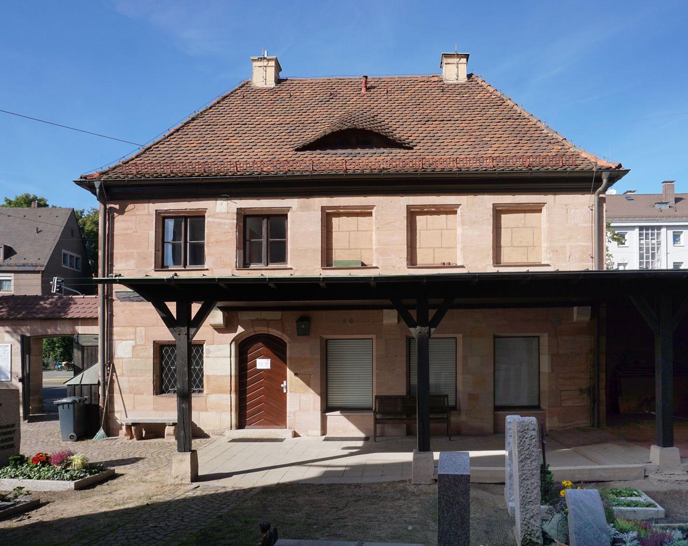 Pförtnerhaus des Friedhofs St. Jobst Rückfassade