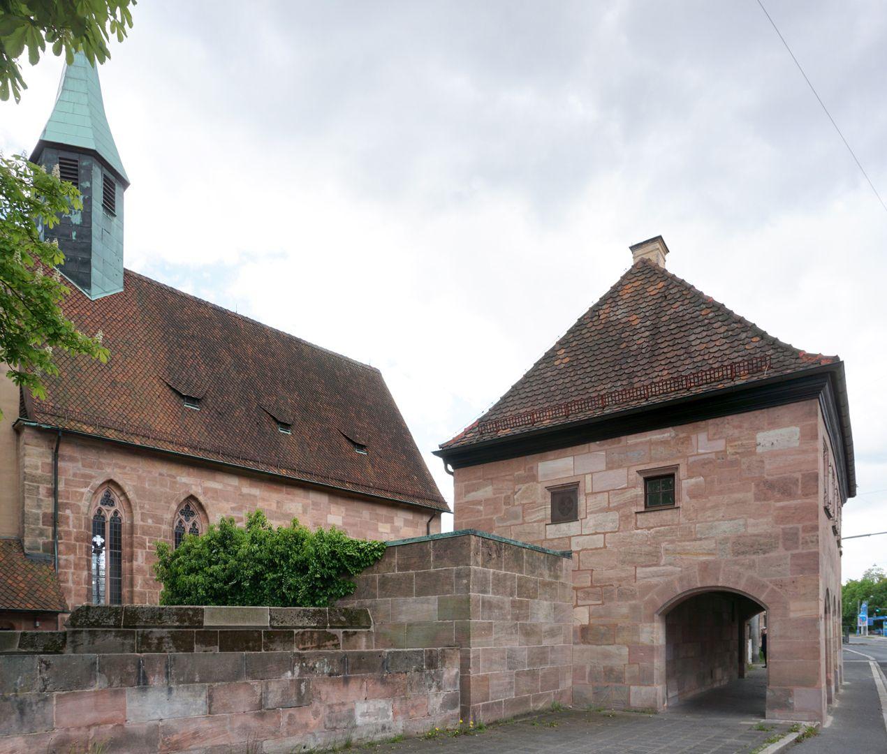 Pförtnerhaus des Friedhofs St. Jobst Straßenperspektive