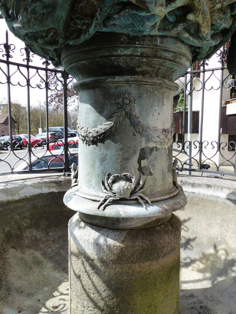 Geiersbrünnlein Pfeiler der Brunnenschale