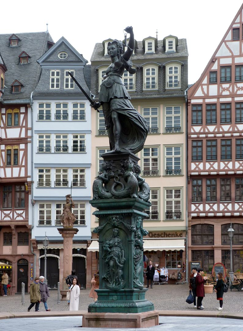 Gerechtigkeitsbrunnen (Frankfurt a.M.) Gesamtansicht von Westen