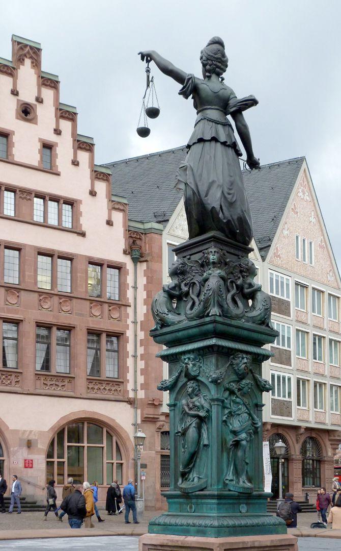Gerechtigkeitsbrunnen (Frankfurt a.M.) Gesamtansicht von Südosten