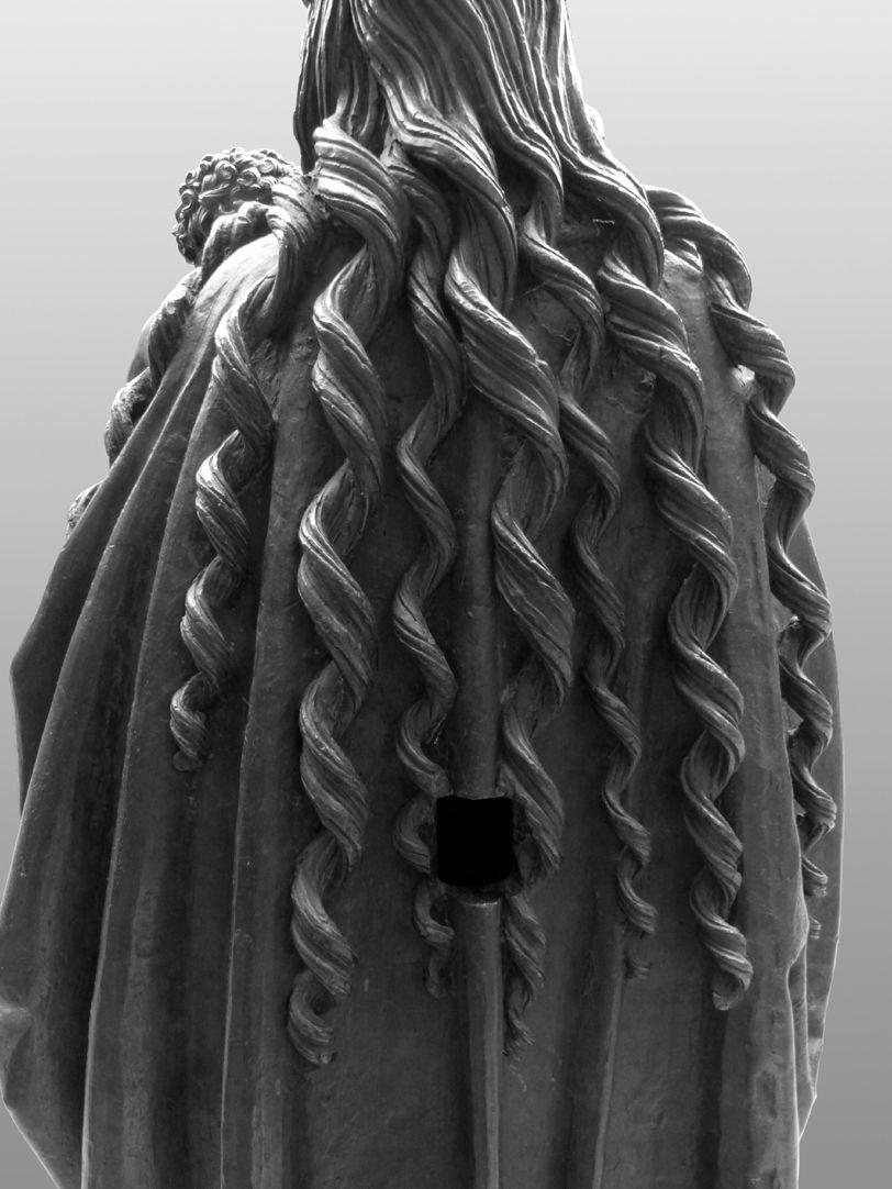 Maria mit dem Kinde Spiralartige Haarsträhnen Marias