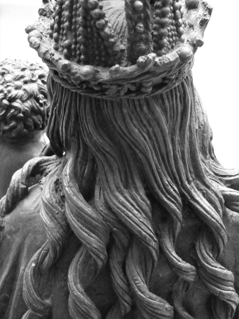 Maria mit dem Kinde Krone und Haare Marias