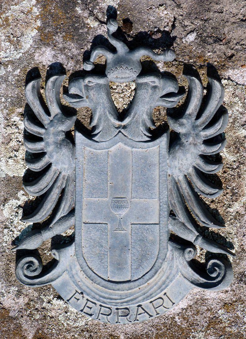 Heiliger Sebastian Unteres Epitaph: Doppeladler mit Narrenkappe