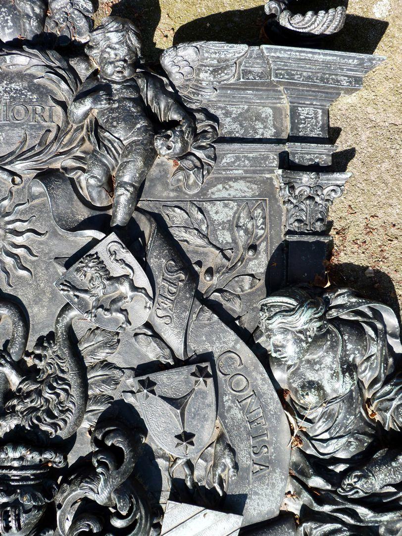 Epitaph des Andreas Georg Paumgarten rechte obere Ecke des zentralen Wappenfelds