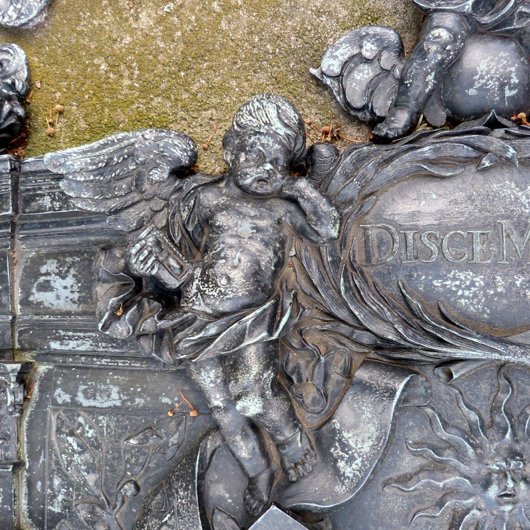 Epitaph des Andreas Georg Paumgarten Engelchen mit Sanduhr