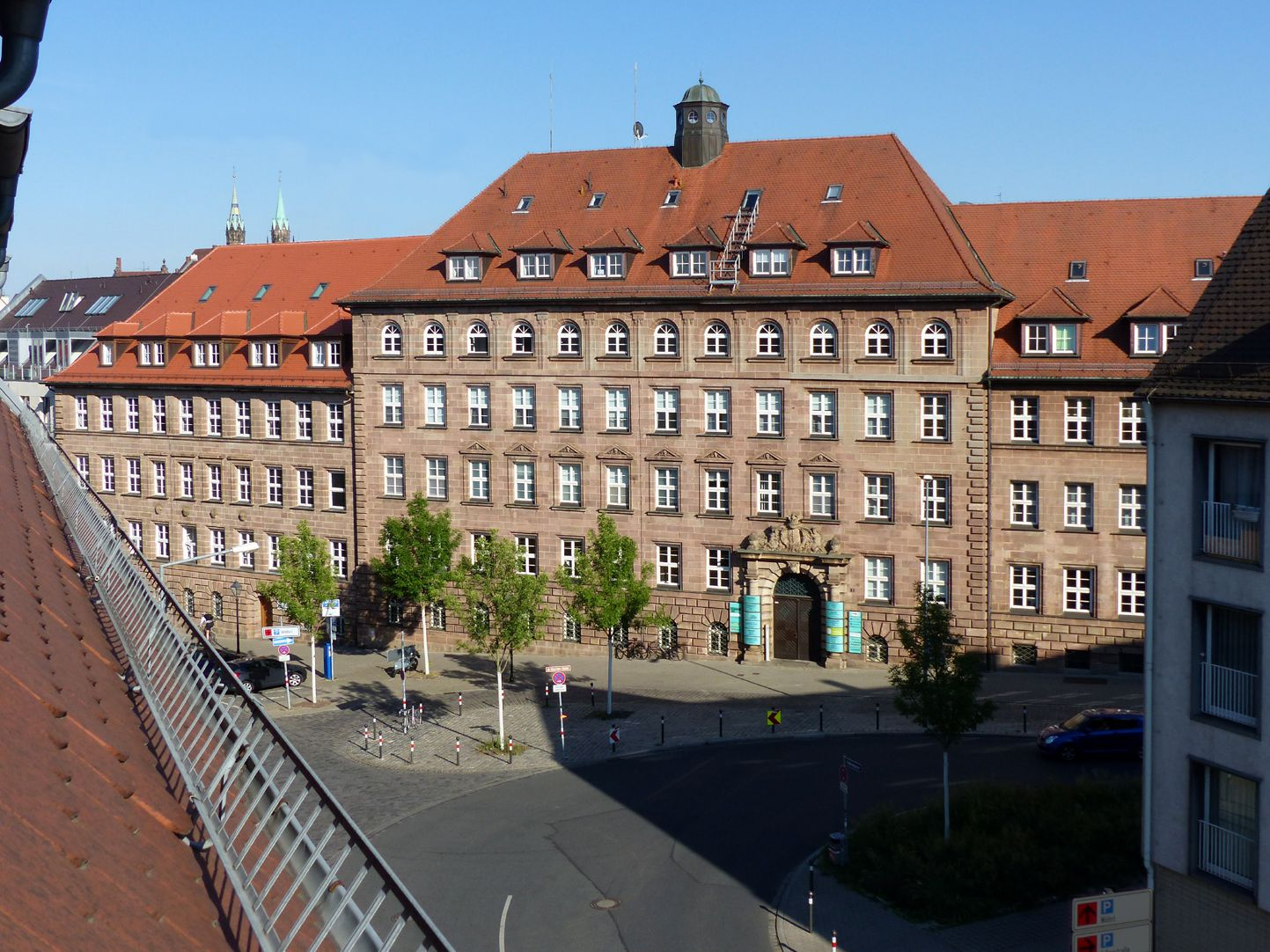 ehemalige Allgemeine Ortskrankenkasse Hochansicht der Vorderfassade