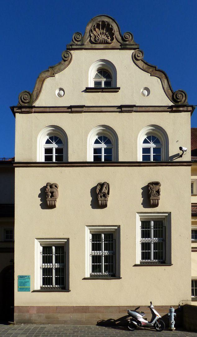 ehemalige Allgemeine Ortskrankenkasse Rückfassade, Mühlgasse, Treppenhaus mit Giebel