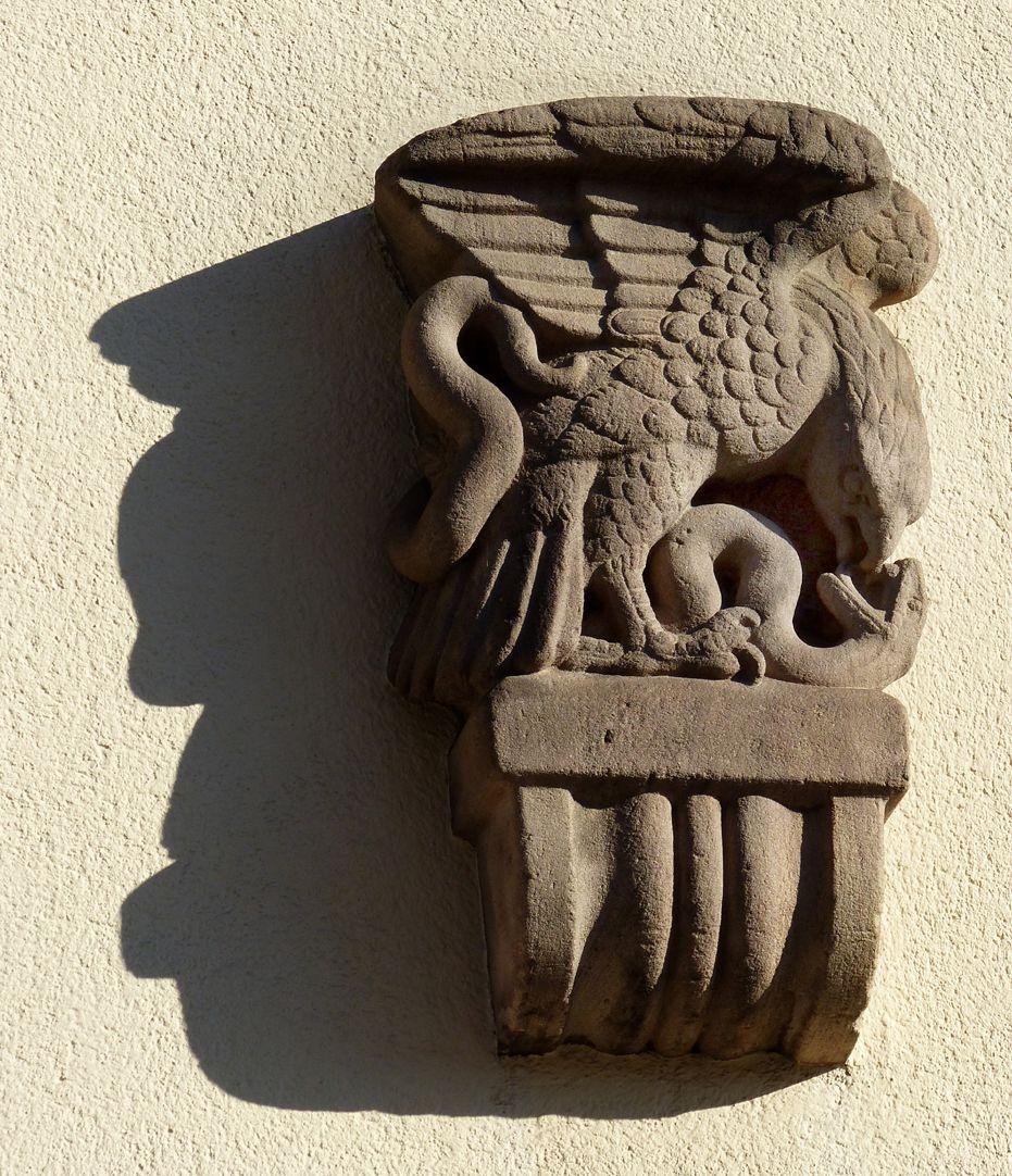 ehemalige Allgemeine Ortskrankenkasse Rückfassade, Mühlgasse, Konsolenfigur (Adler mit Schlange von Max Heilmeier)