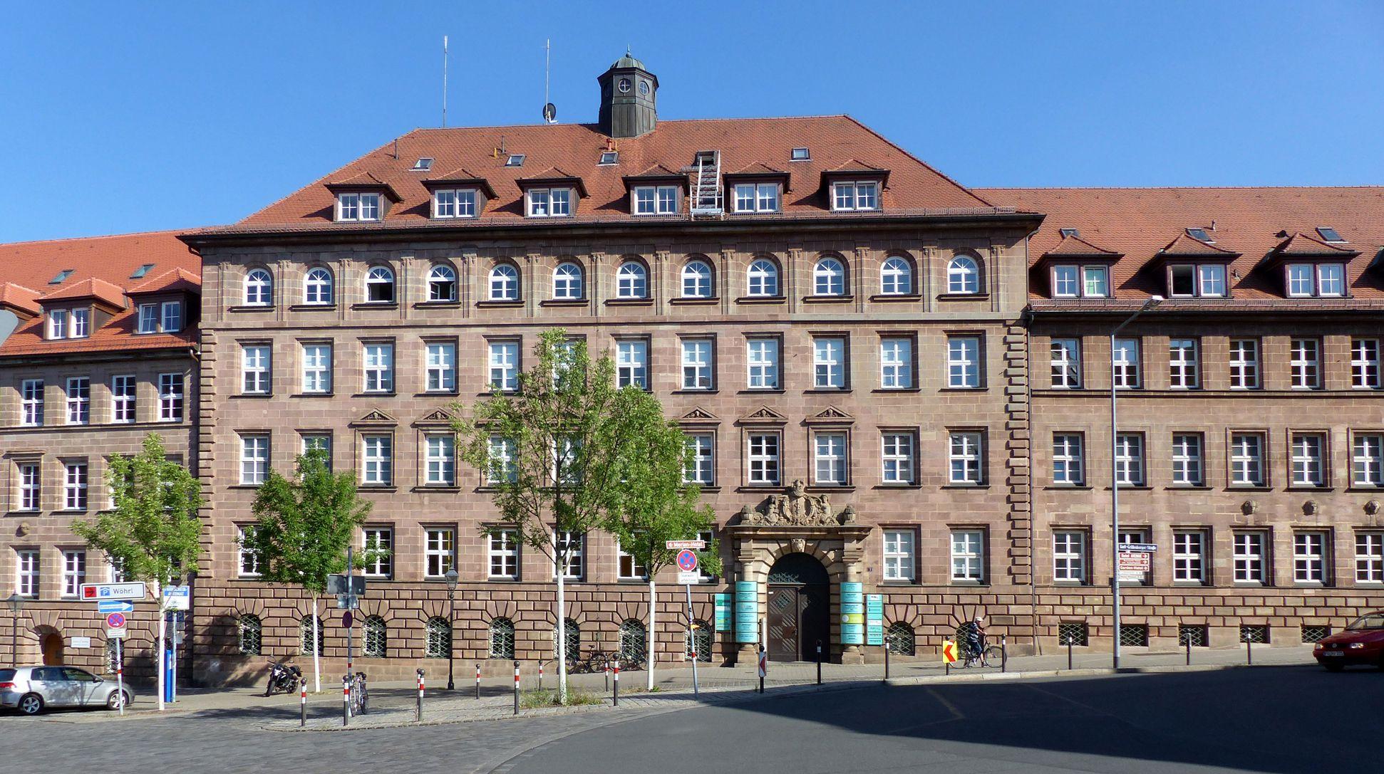ehemalige Allgemeine Ortskrankenkasse Strassenansicht mit Mittelteil