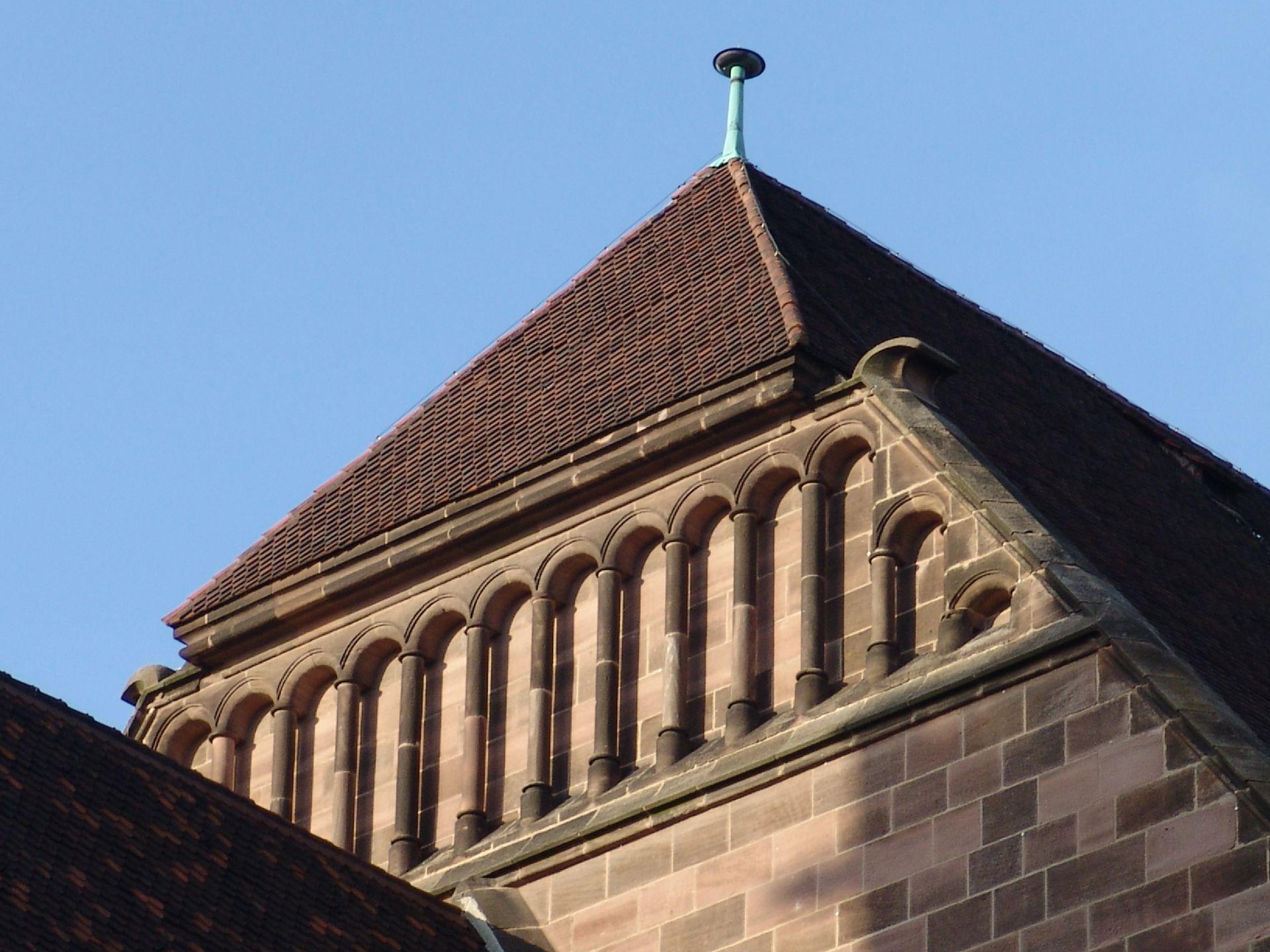 St. Lorenz, Chor Westgiebel, Bogenstellungen (von Hans Behaim?)