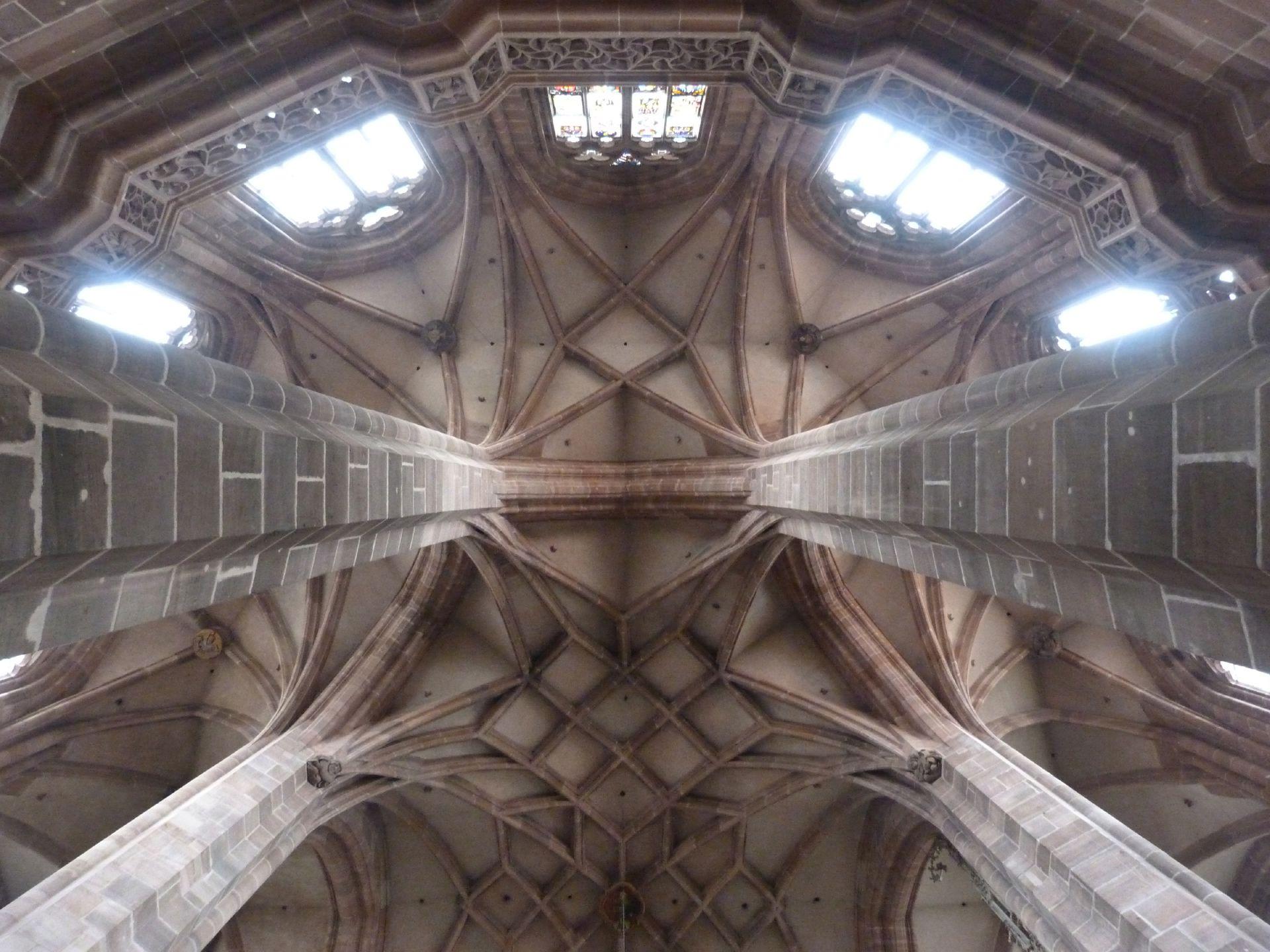 St. Lorenz, Hallenchor, Bauphase Jakob Grimm Chorgewölbe zwischen dem östlichsten Pfeilerpaar mit Umgangsbrüstung