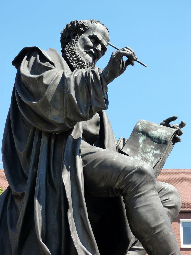 Hans Sachs Denkmal seitliche Ansicht