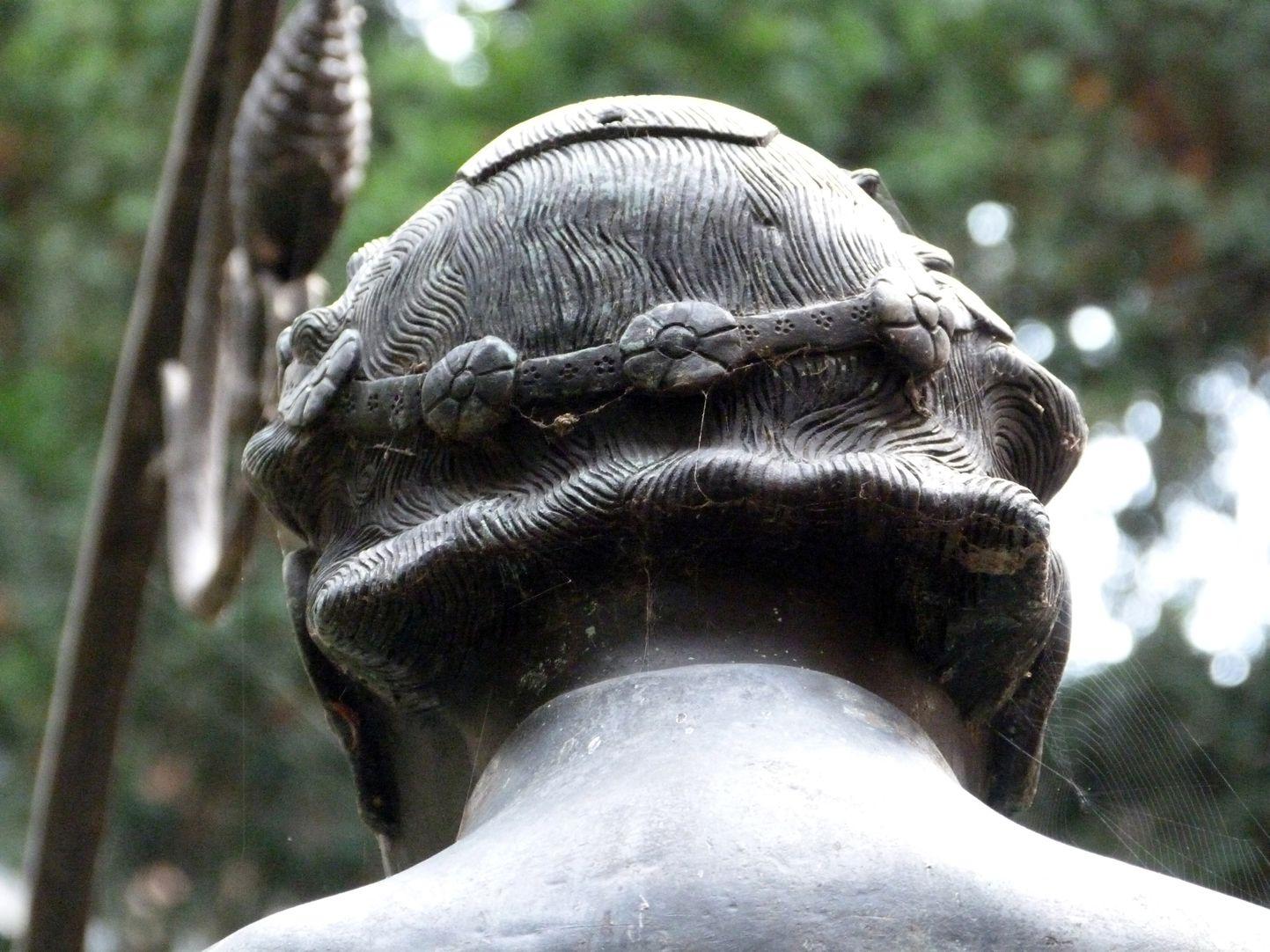 Hanselbrunnen Kopf von hinten