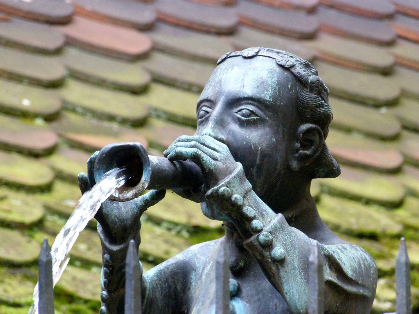 Hanselbrunnen Kopf mit der wasserspendenden Schalmei