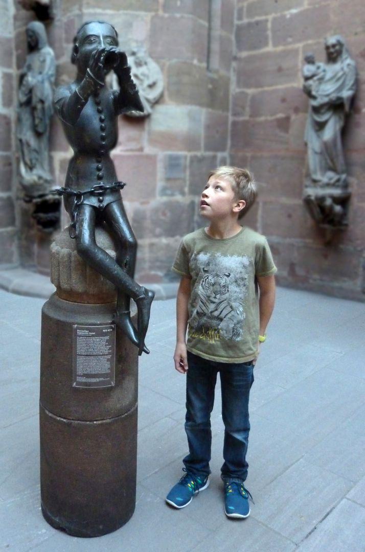 Hanselbrunnen Der Original-Hansel mit Kindesvergleich