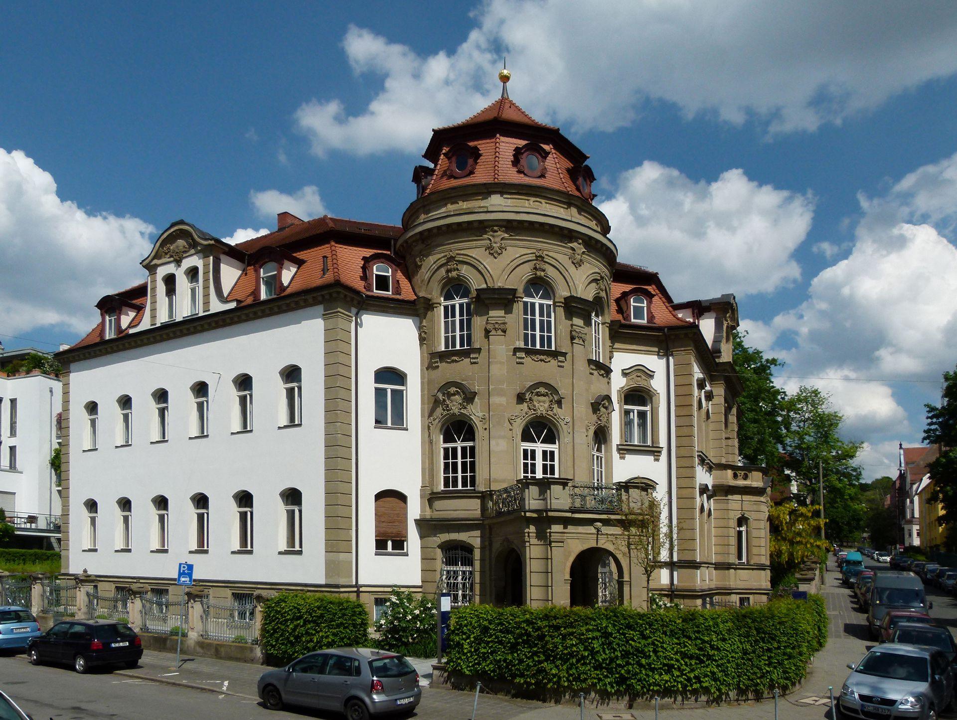 """Campestraße 10, ehem. """"Villa Kohn"""" Fensterrahmen und Schmuck an der Campestraße wurden in den 1950er oder 1960er beliebig abgeschlagen"""
