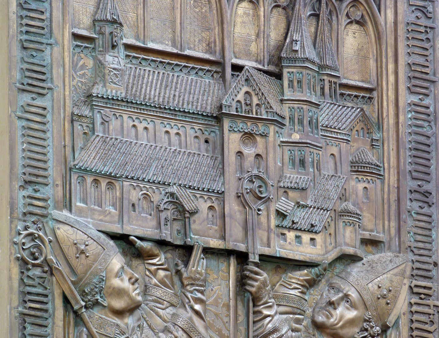 Memorienplatte für Hariolf und Erlolf Kirchenmodell, Schrägansicht