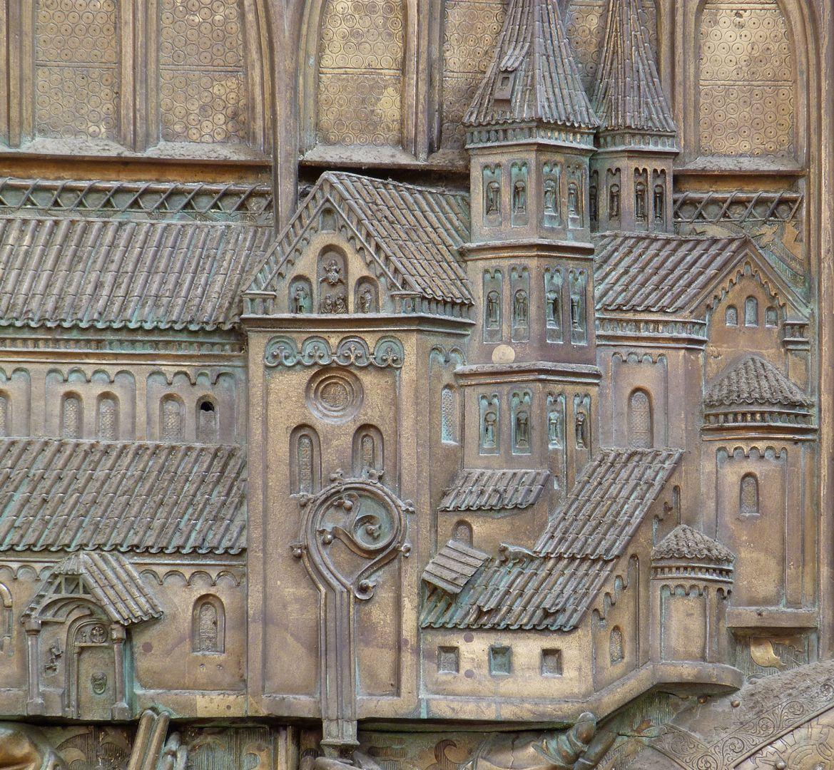 Memorienplatte für Hariolf und Erlolf Kirchenmodell, Langhaus, Querhaus und Apsiden