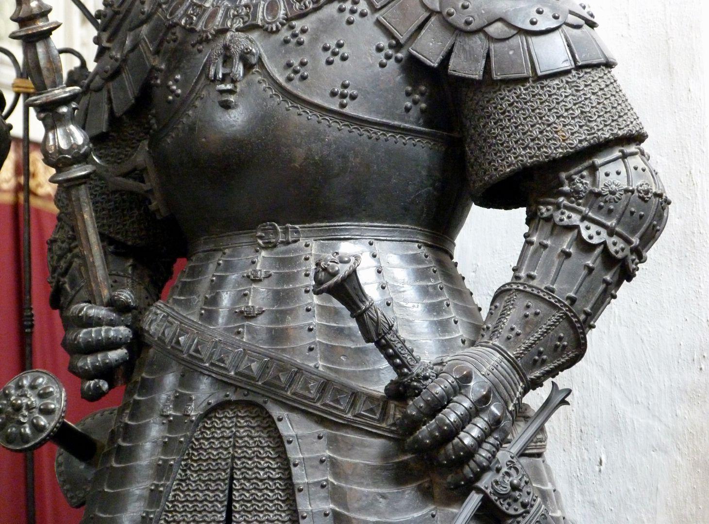Herzog Karl der Kühne von Burgund (Innsbruck) mittlerer Körperbereich