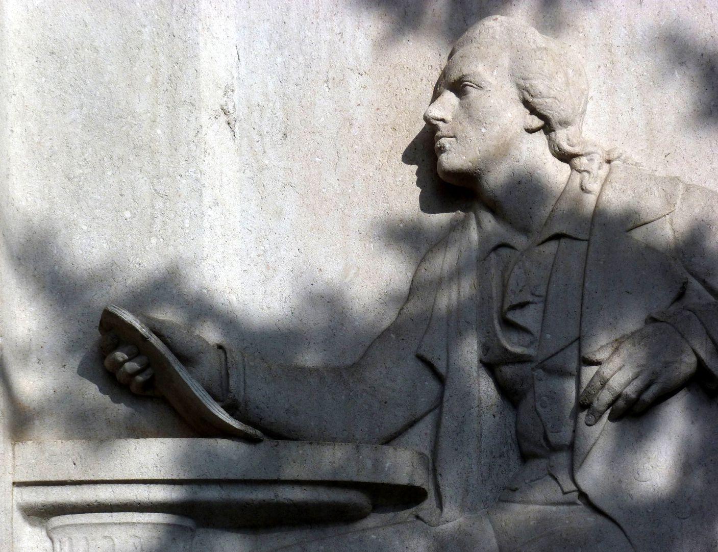 Schillerdenkmal Dichterprofil