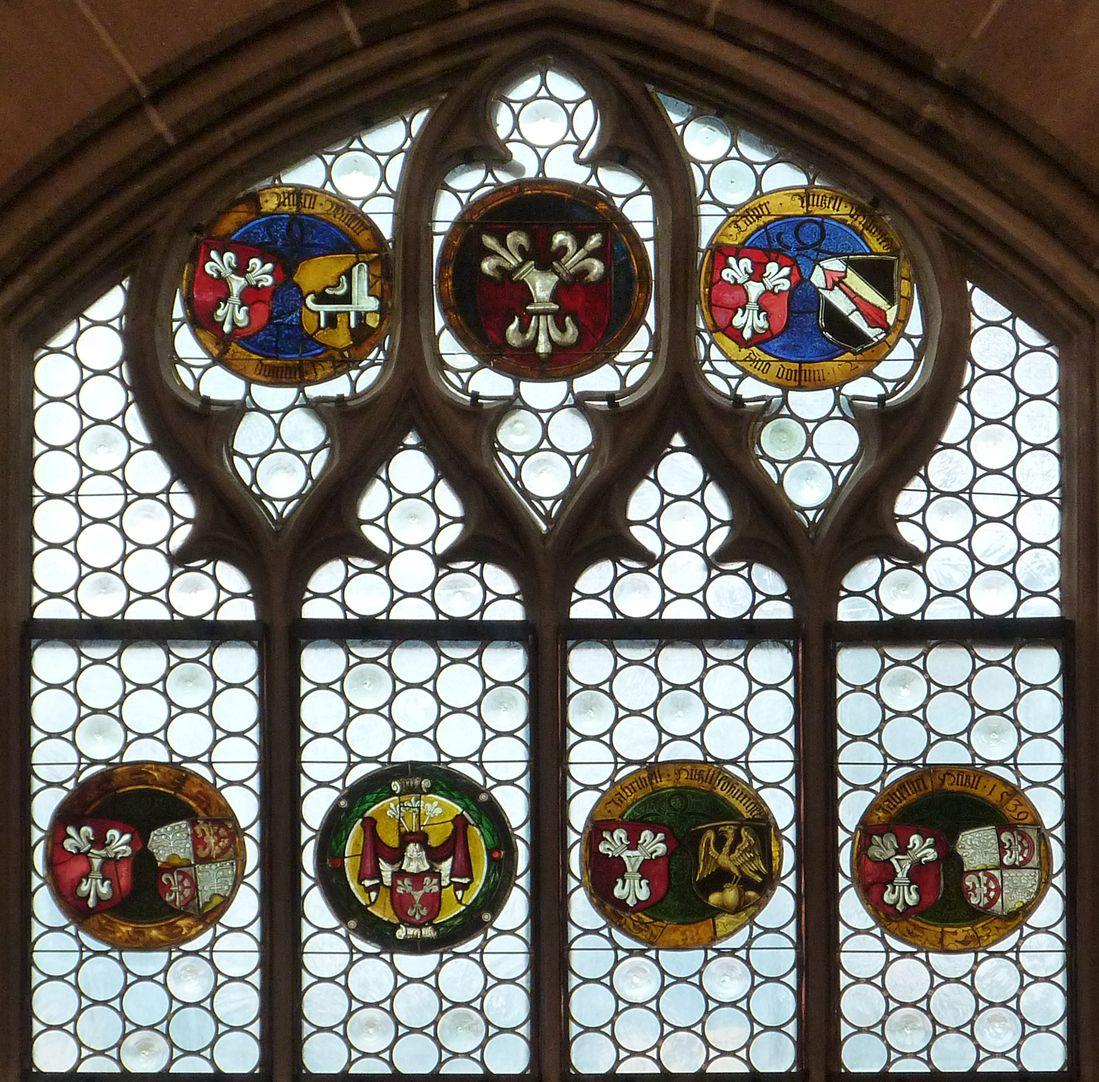 Hirschvogelfenster Fenster-Couronemment mit Wappenrundscheiben