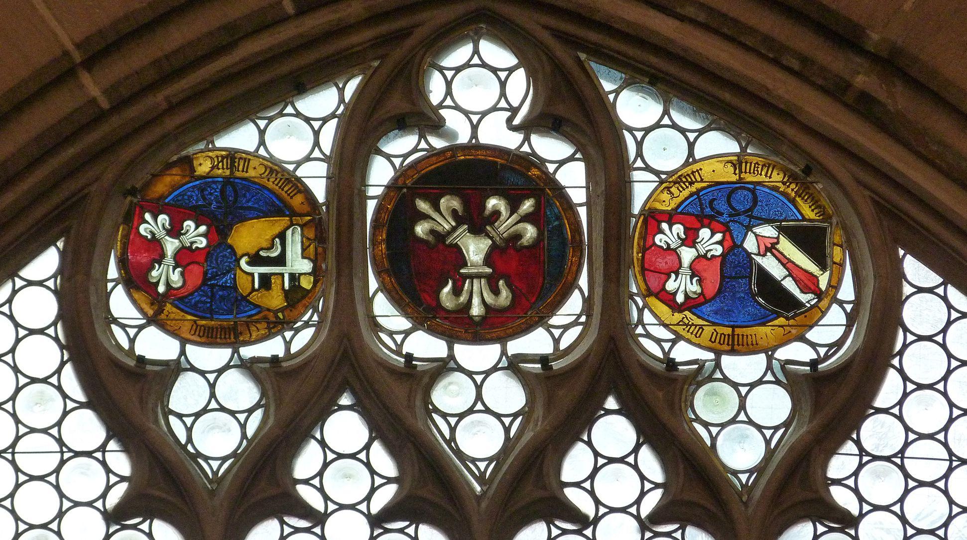 Hirschvogelfenster Fenster-Couronemment, obere Wappenreihe