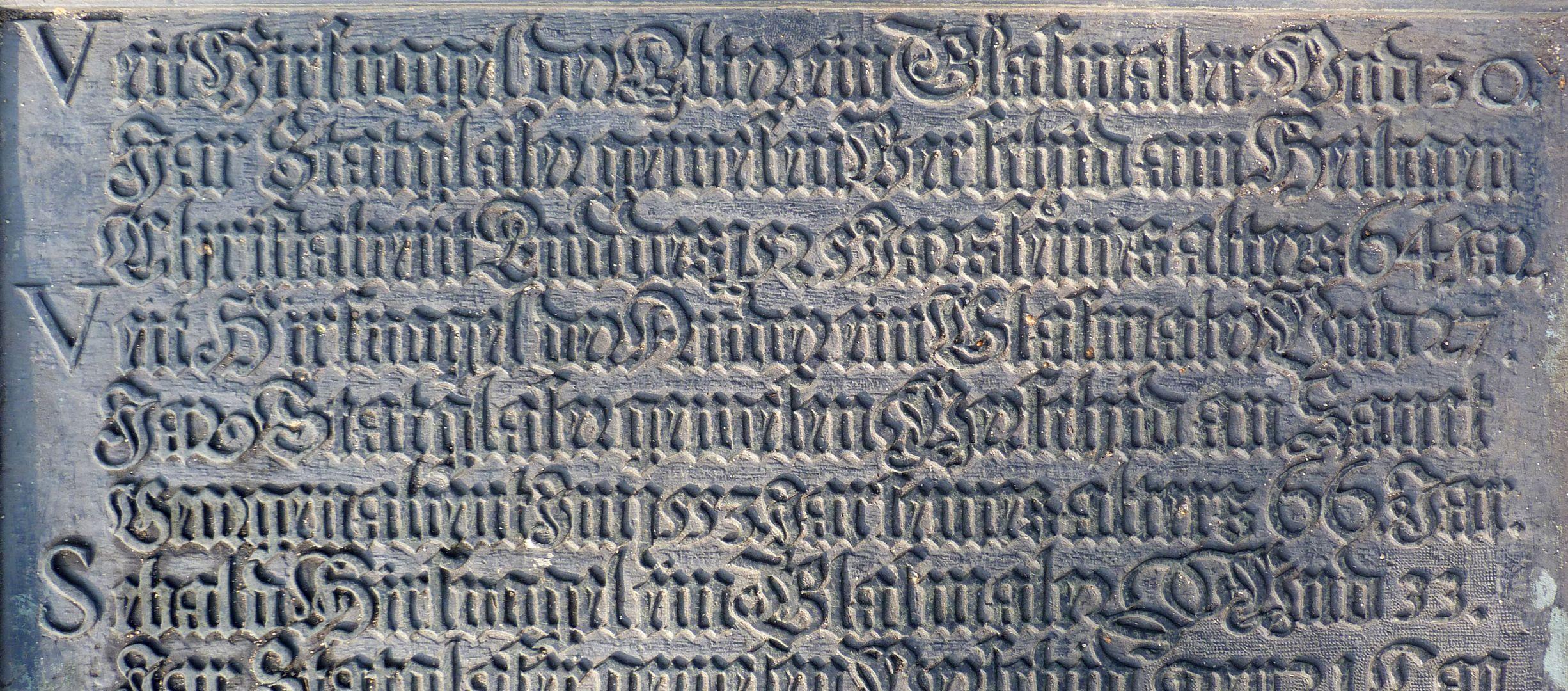 Hirsvogel Epitaph oberer Teil der Tafel mit Eintrag Veit Hirsvogel d.Ä. und Veit Hirsvogel d.J.