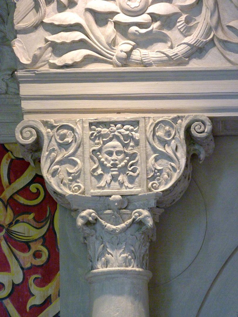 Hirsvogelsaal Zwilligsportal an der Nordwand, Detail Sattelholz