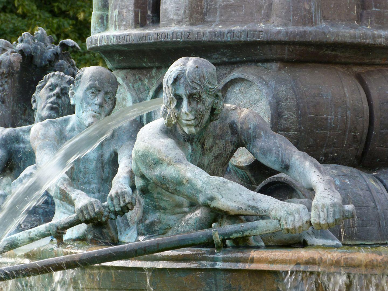 """Historiensäule """"Koblenzer Sklaven sitzen im Wasser"""""""