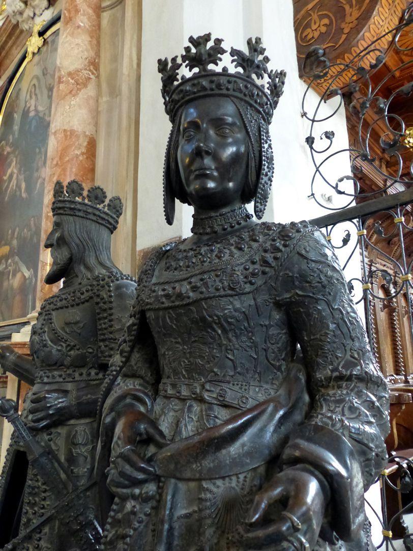 Johanna von Kastilien (die Wahnsinnige)  (Innsbruck) obere Figurhälfte