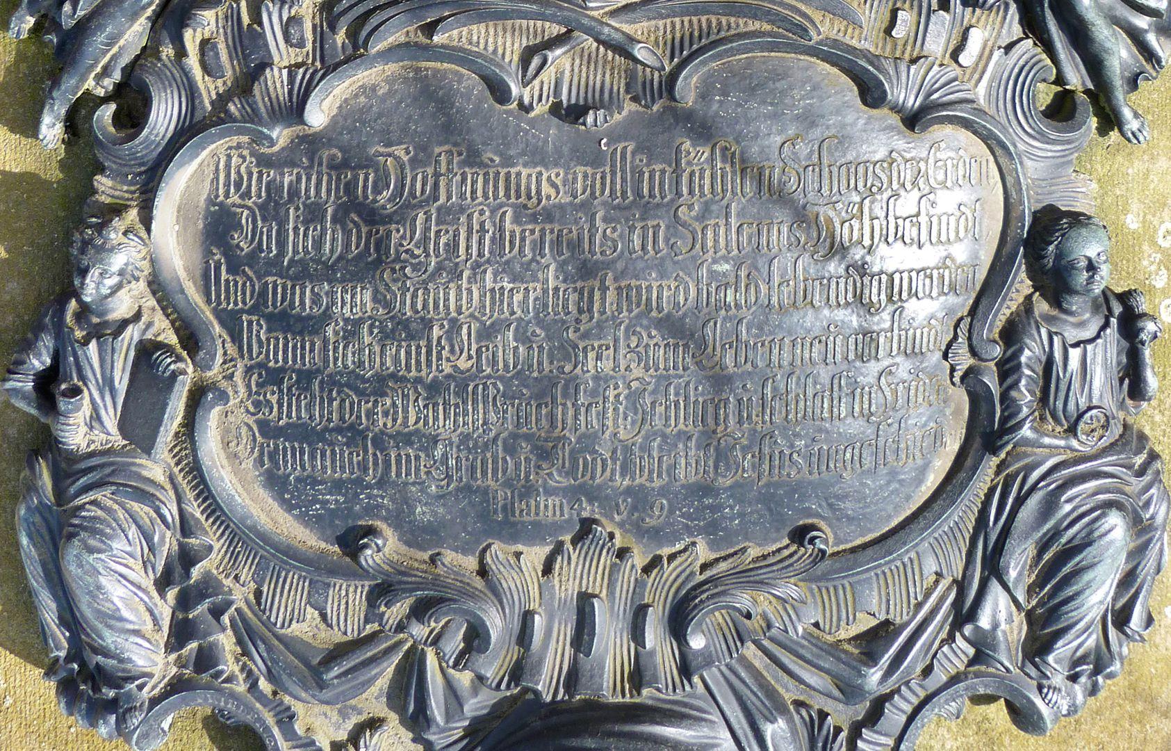 Tumba des Georg Wolff Pantzer und Ehefrau Anna Maria Elisabetha Ruland untere Inschriftpartie mit flankierenden Allegorien