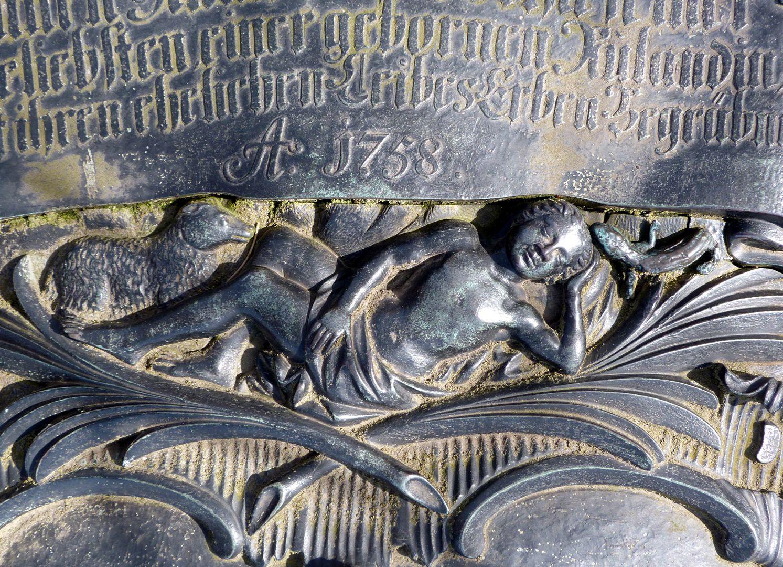 Tumba des Georg Wolff Pantzer und Ehefrau Anna Maria Elisabetha Ruland schlafende Figur mit Eidechse
