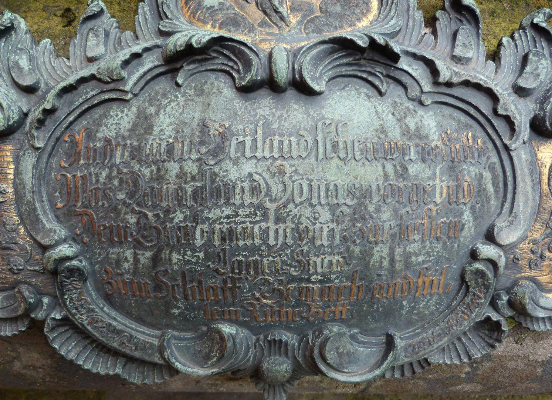 Tumba des Daniel Weidner und Ehefrau Maria Regina Leutner Ostkartusche, Mitte