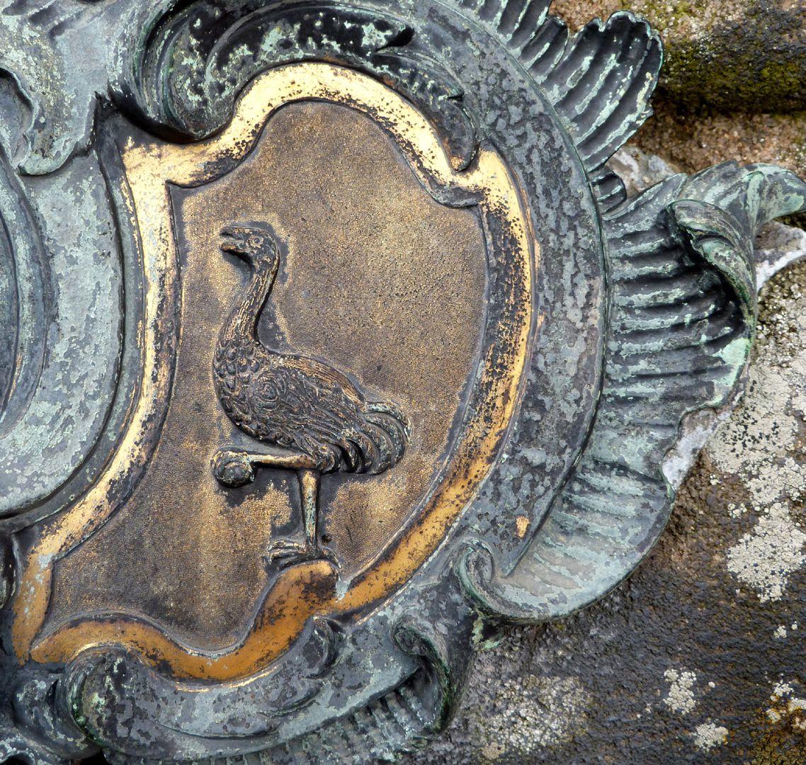 Tumba des Daniel Weidner und Ehefrau Maria Regina Leutner Westseite, Vogel Strauß