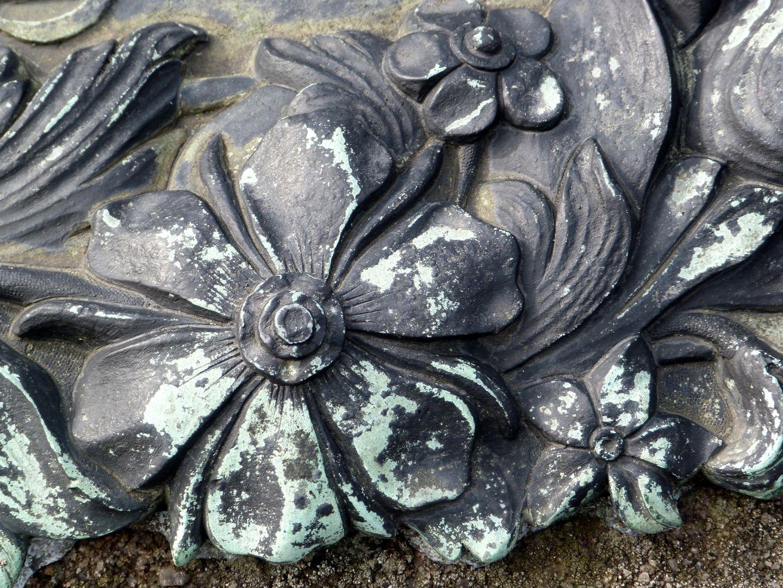 Der Handlungsdiener Begräbnis Detail der einrahmenden Blumengirlande