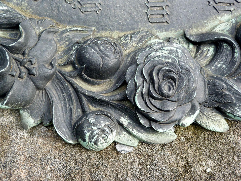 Der Handlungsdiener Begräbnis Rosenknospe und geöffnete Rose