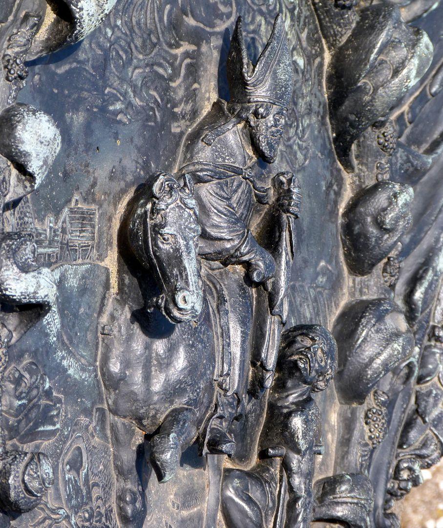 Epitaph des Martin Peller (gest. 1629) und Ehefrau Maria Viatis (gest. 1641) Schrägansicht mit Hochrelief