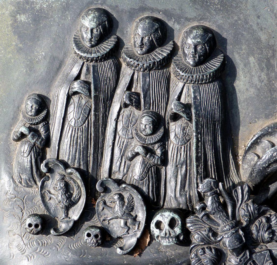 Epitaph des Martin Peller (gest. 1629) und Ehefrau Maria Viatis (gest. 1641) Die drei Ehefrauen und zwei Töchter, die erste Ehefrau eine gebr. Viatis, die zweite eine von Wath, die dritte eine von Imhoff