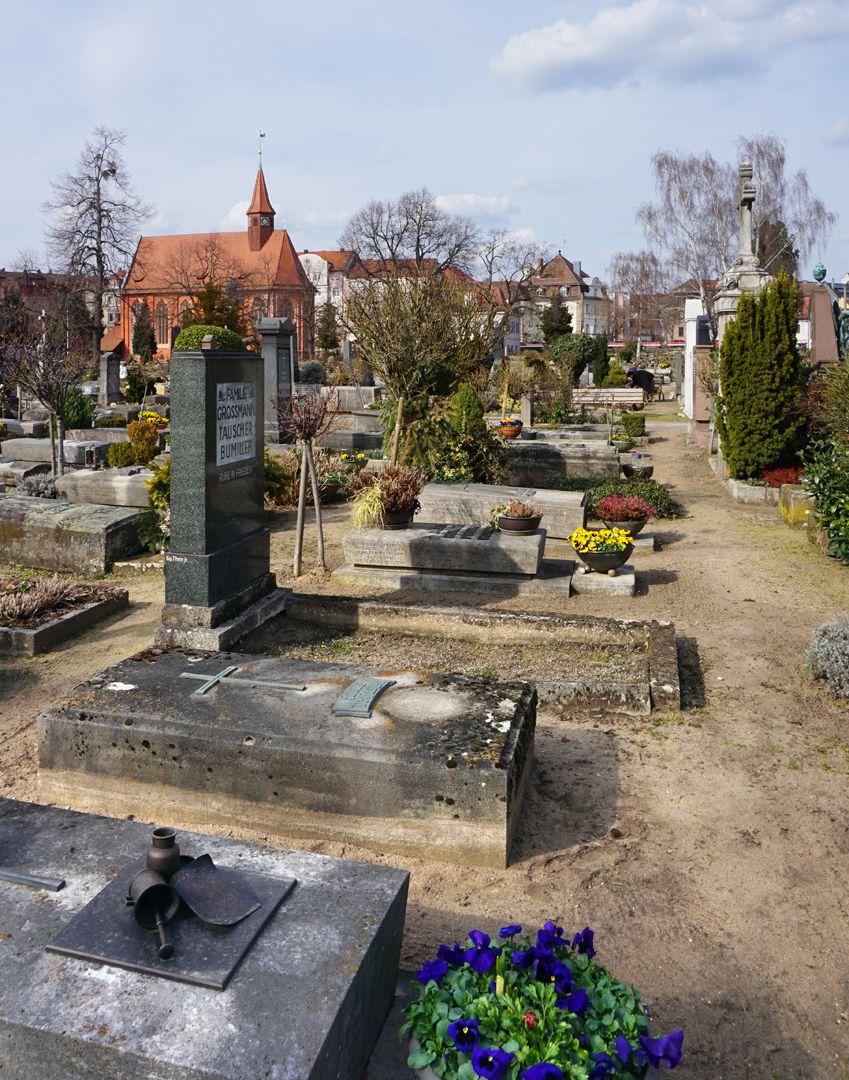 Johannisfriedhof Grabstätte II H 30 Lage im Gräberfeld