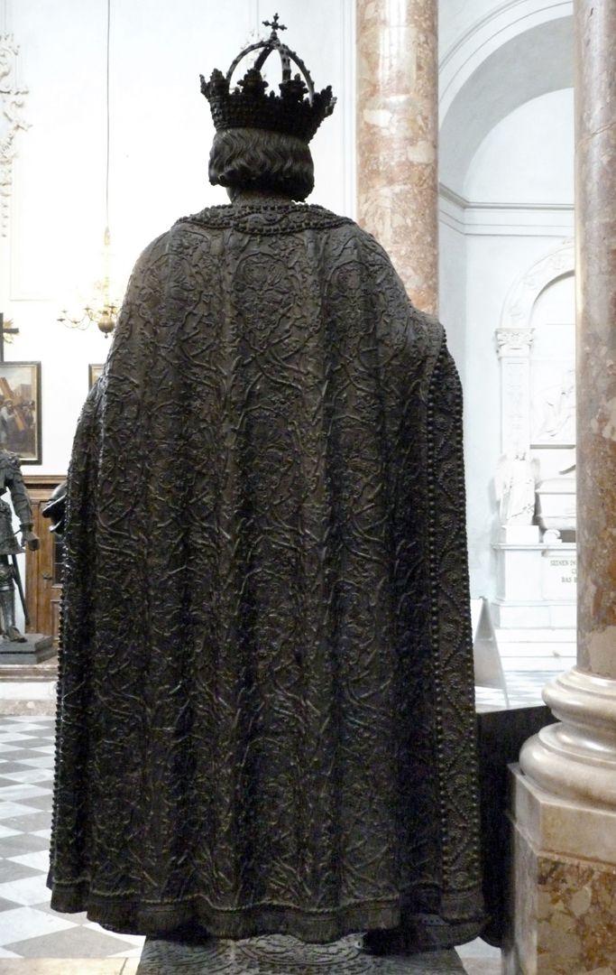 Albrecht II. (Innsbruck) Rückansicht des separat gegossenen Mantel