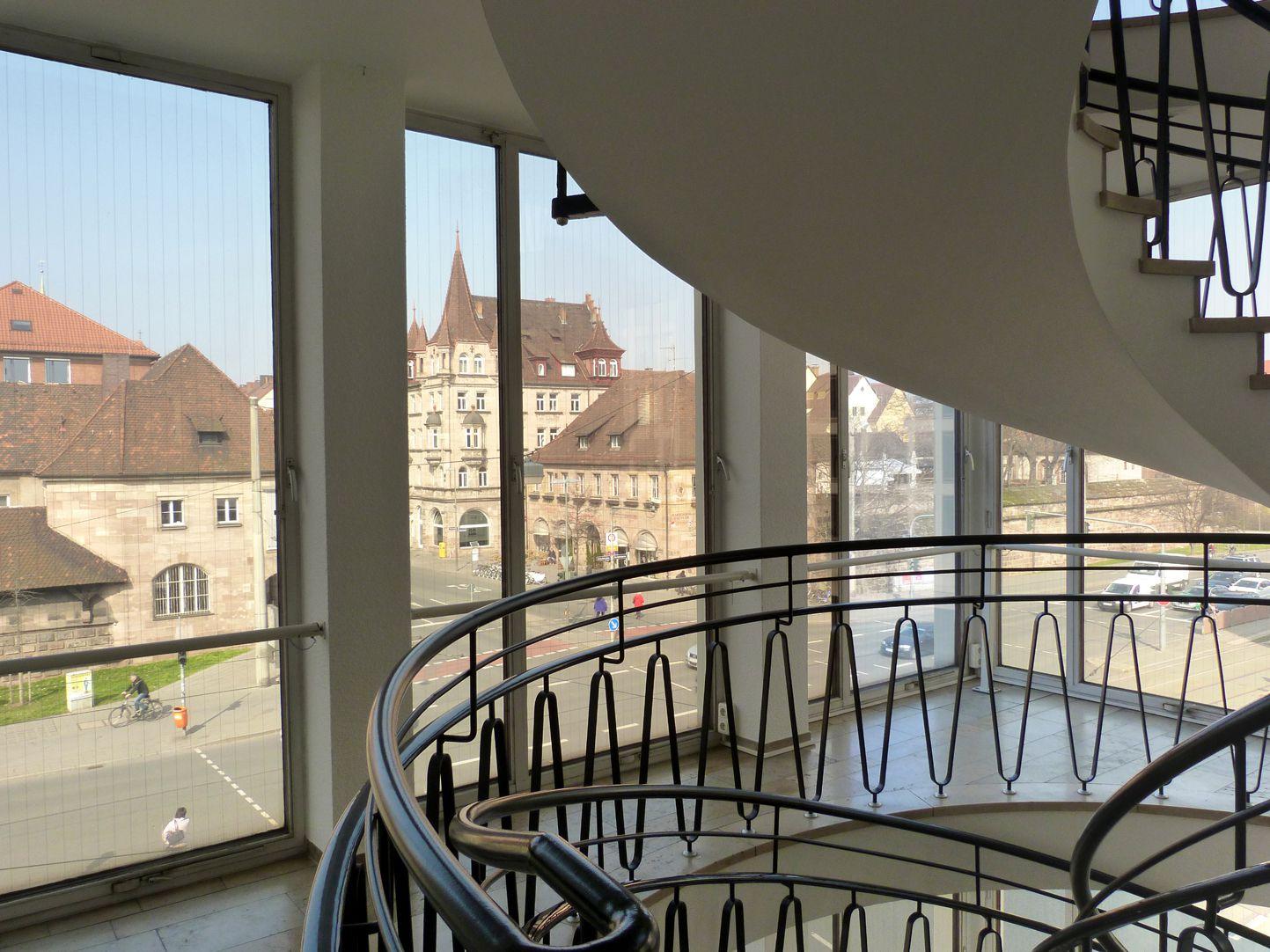 Verwaltungsbau am Königstorgraben Treppenhaus mit Altstadtblick