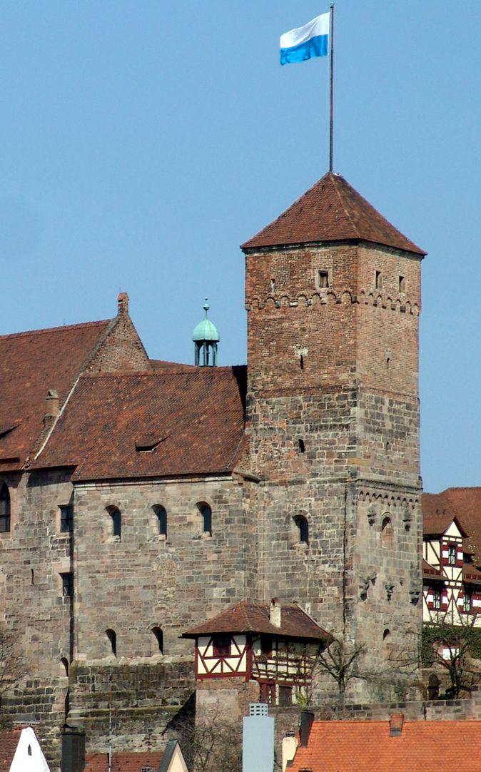 "Kapelle der Kaiserburg Kapelle mit ""Heidenturm"""