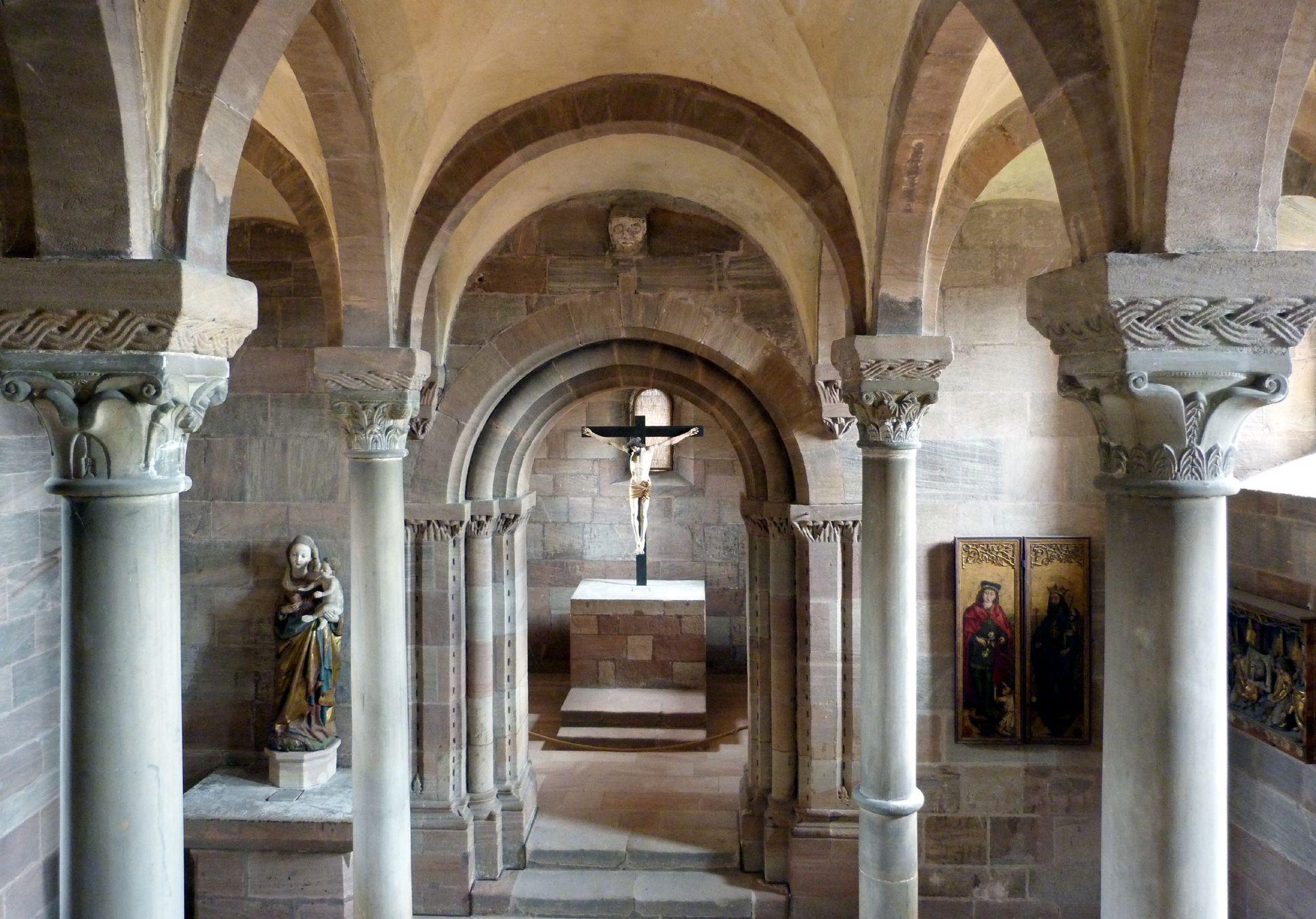 Kapelle der Kaiserburg Blick durch die Halle in den Turmchor von Westen nach Osten