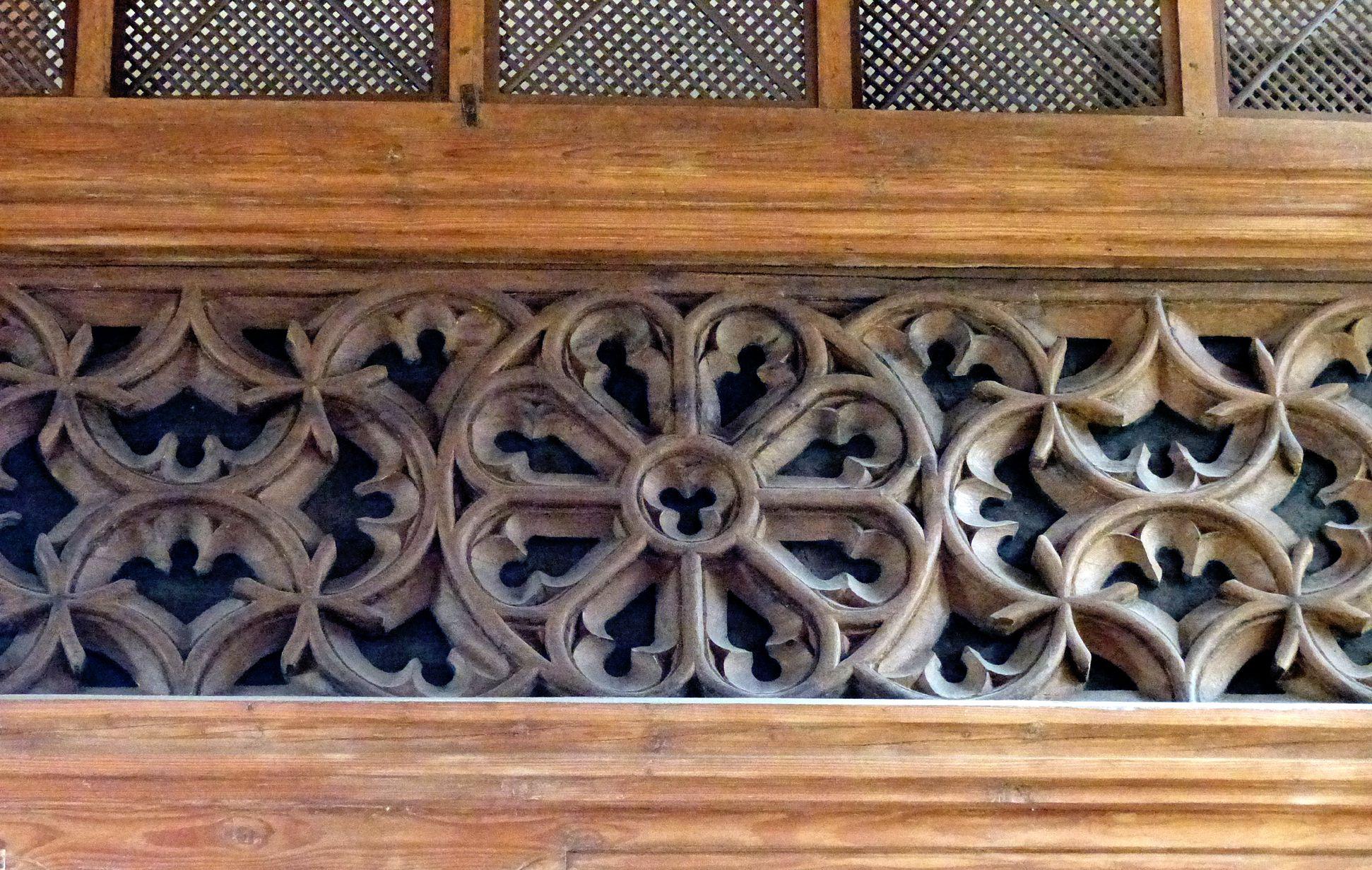Holzemporen in der Kirche St. Marien und Christophorus, Kalbensteinberg Herrschaftsloge, westlicher Teil, Vorderansicht mit Rose