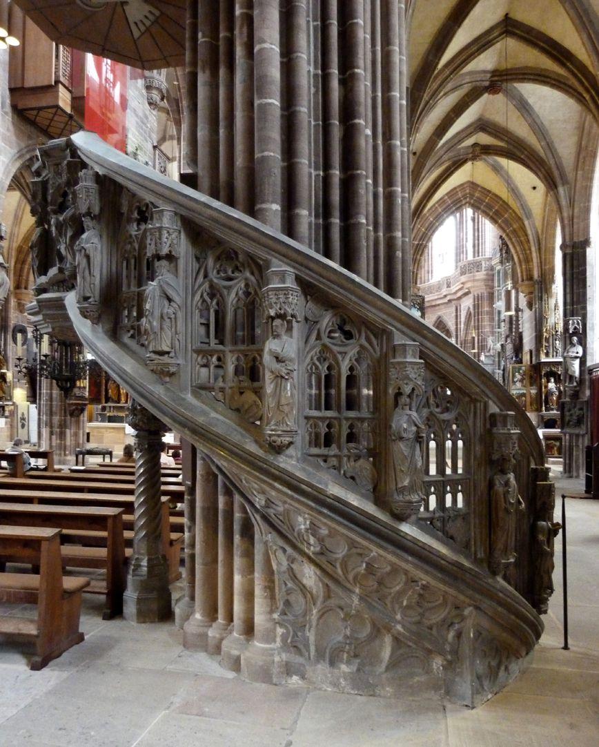 Kanzel Treppenaufgang mit Apostelreihe und durchbrochenem Maßwerk